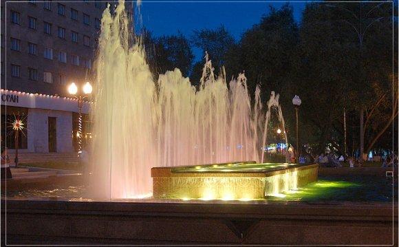 фонтан у гостиницы Восток